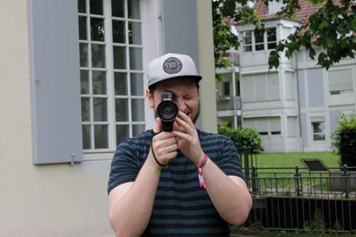 """Mehr als ein Spielzeug: Mit einer Kamera """"schrieb"""" Mathieu Conard seine Bachelorarbeit. Gedreht wurde auch auf dem Friedhof."""