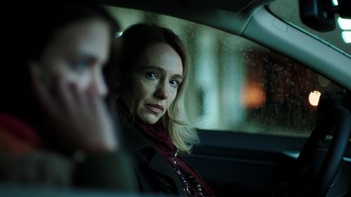 Lena (Ursina Lardi) will wissen, warum ihr Mann zu einer Prostituierten ging: Sie sucht das Gespräch mit Mia (Luna Zimic Mijovic), einer bulgarischen Frau, die im Rotlichtviertel arbeitet.
