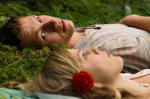 Traum oder Realität? Alma (Helene Bergsholm) mag Artur (Matias Myren), aber da ist sie nicht die Einzige. Und die Konkurrenz neigt zu unfairen Mitteln.