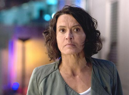 """Bunte Lichter, schnelles Leben: Lena Odenthal (Ulrike Folkerts) gerät nach 25 Dienstjahren in eine tiefe Lebenskrise, die dem Ludwigshafener """"Tatort"""" gut tut."""