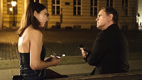 """Im ZDF-Film """"Nele in Berlin"""" spielt Uwe Ochsenknecht den Kunstsammler Gastein, der Franziska Schiller (Katharina Müller-Elmau) aus der Patsche helfen muss."""