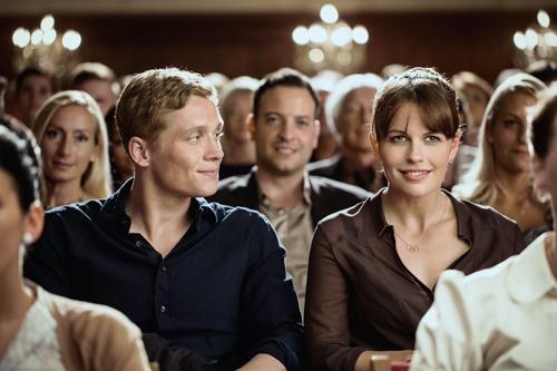 Maren (Isabell Polak) weiß nicht, dass Felix (Matthias Schweighöfer) der biologische Vater des Kindes ist, das sie erwartet.