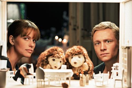 Beim Babysitten kommen sich Maren (Isabell Polak) und Felix (Matthias Schweighöfer) näher.