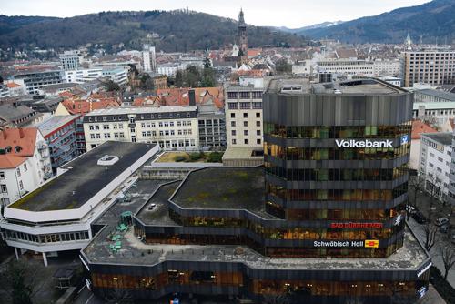 In die Jahre gekommen: Der Volksbankturm am Bahnhof