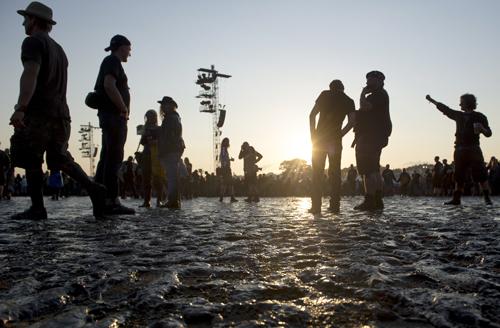 Was man über Wacken sagt? Bestes Festival, miesestes Wetter. Mit Regen sollte gerechnet werden.