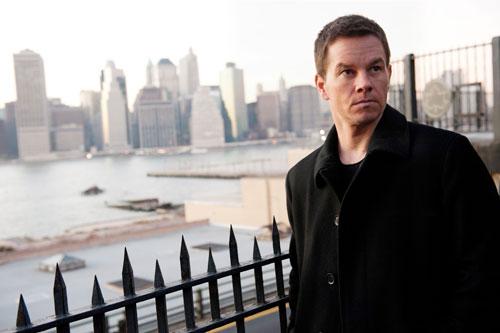 """Mark Wahlberg spielt den Polizisten Billy Taggert: """"Billy ist auf jeden Fall eine Figur, zu der ich persönlichen Bezug habe, weil sie aus der Arbeiterklasse kommt, Schwächen und Fehler hat."""""""