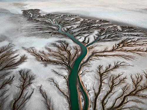 Unglaubliche Muster, traumhafte Schönheit - das bietet das Wasser, wenn der Mensch nicht immer zerstören würde, was die Natur schafft.