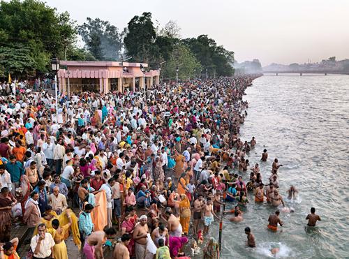Das Wasser des Ganges gilt als heilig, egal wie dreckig es ist.