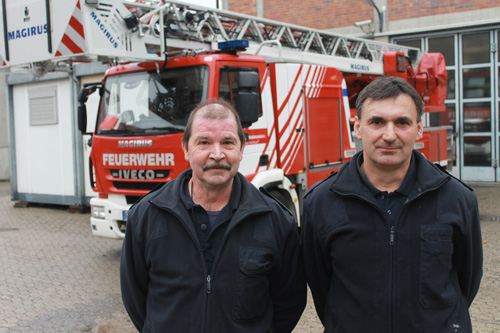 Harald Spengler und Bernhard Weber: Würfeln im Mannschaftszimmer. Bild: Felix Holm.