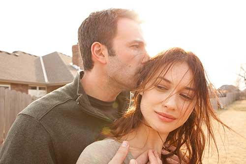 Szene mit Ben Affleck und Olga Kurylenko.