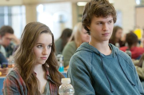 Brandy (Kaitlyn Dever) und Tim (Ansel Elgort) mögen sich sehr. Es fällt ihnen nur schwer, sich das auch zu zeigen.