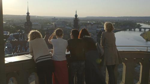 In Dresden wuchsen die fünf Freundinnen auf.