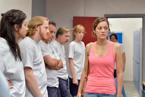 Die Stelle von Sandra (Marion Cotillard) hängt von der Entscheidung ihrer Kollegen ab.