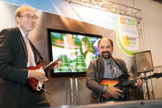 Gut drauf zum Messestart: Baubürgermeister Martin Haag und Messechef Klaus Seilnacht. Foto: FWTM/Stefanie Salzer-Deckert