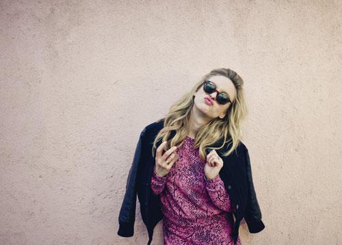 """Leslie Clio geht inzwischen optimistischer durchs Leben: """"Wenn mal irgendetwas nicht so läuft, sage ich mir: 'Ist halt so!'""""."""