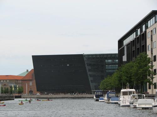 Kopenhagen: Der schwarze Diamant beherbergt dort auch Bücher - die der königlichen Bibliothek.