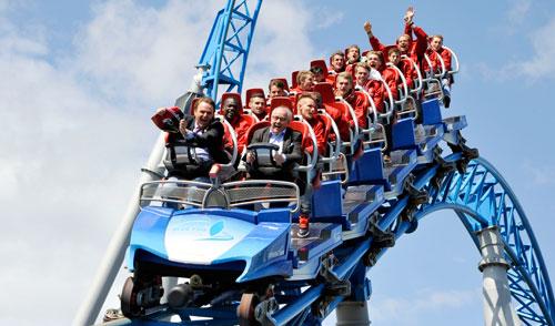 Lust auf Europa (-Park): Inhaber Roland Mack, SC Präsident Fritz Keller und die Mannschaft im blue fire. Alle Fotos: Europapark