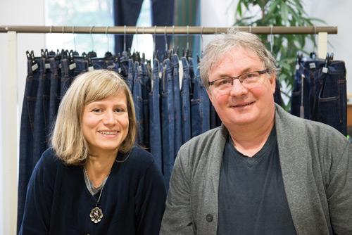 Fair produziert: Miriam Henninger und Walter Blauth setzen auf nachhaltige Hosen.