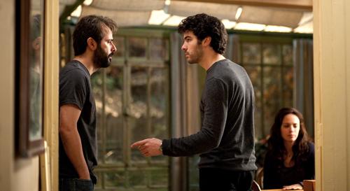 Ahmad (Ali Mosaffa, links) und Samir (Tahar Rahim) rivalisieren um Marie (Bérénice Bejo).