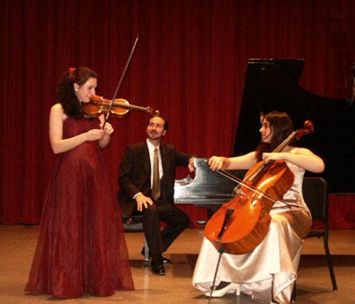 Klassische Töne gibt es vom hier aufgewachsenen Margulis-Trio zu hören.