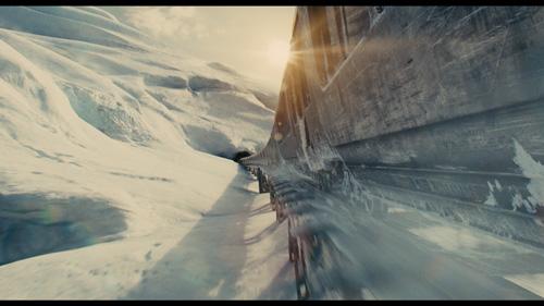 In 365 Tagen um die postapokalyptische Welt: Der Snowpiercer bahnt sich seinen Weg durch die menschenleere Eiswüste.