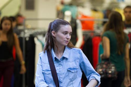 Rooney Mara spielt die NGO-Mitarbeiterin Olivia.