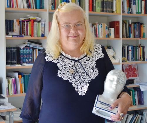Überzeugt: Die Freiburger Professorin Ulrike Halsband hypnotisiert ihre Studenten.